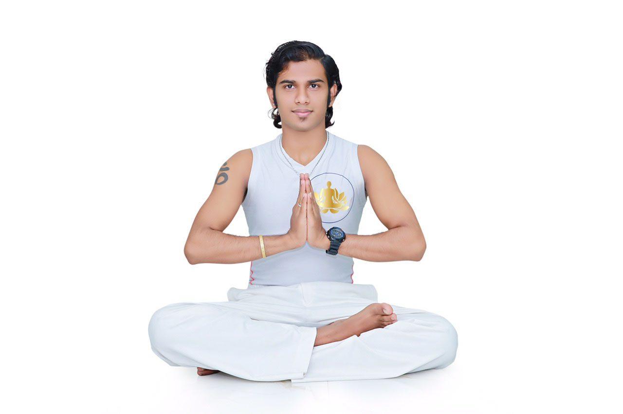 Huấn luyện viên Maha Yoga Bình Dương Anil