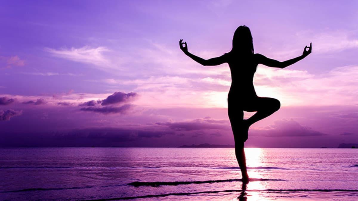 Tập luyện Yoga thiền tại Bình Dương ở trung tâm Maha yoga