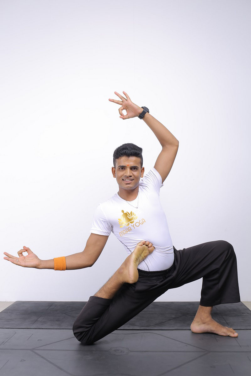 huấn luyện viên Maha Yoga Bình Dương Yogi Chinnu 2