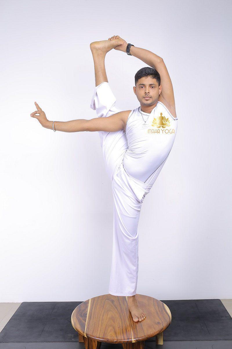 huấn luyện viên Maha Yoga Bình Dương Yogi Puneeth