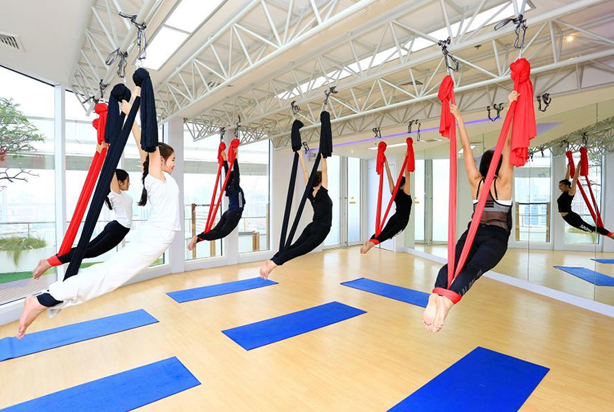 Khi cơ thể bạn được treo lơ lửng trên không sẽ có sự hỗ trợ đắc lực của dây lụa