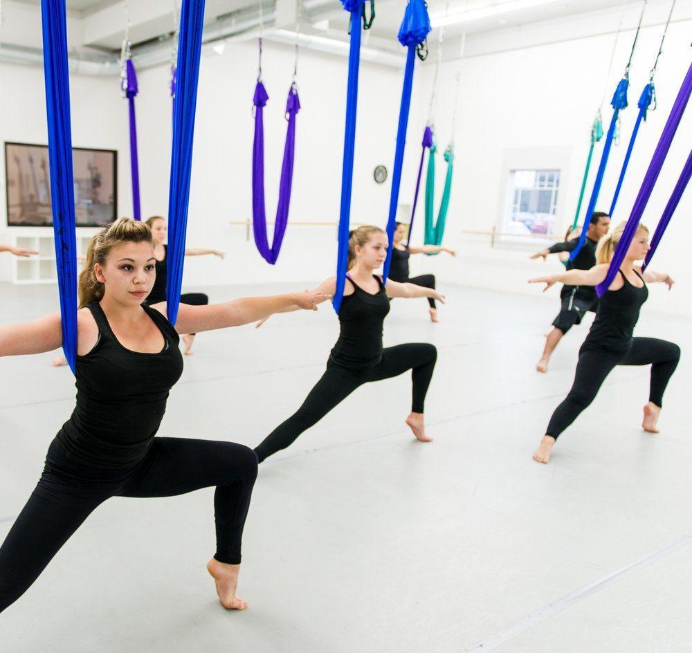 Những lợi ích của bộ môn Yoga dây tường