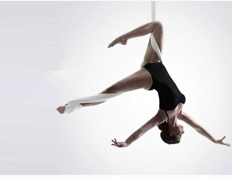 Yoga võng giúp giãn xương khớp, đặc biệt là xương cột sống