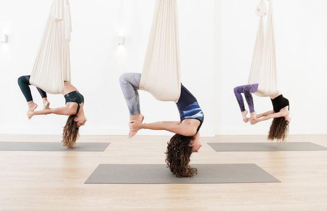 Luyện tập tư thế Yoga với võng có khó không?