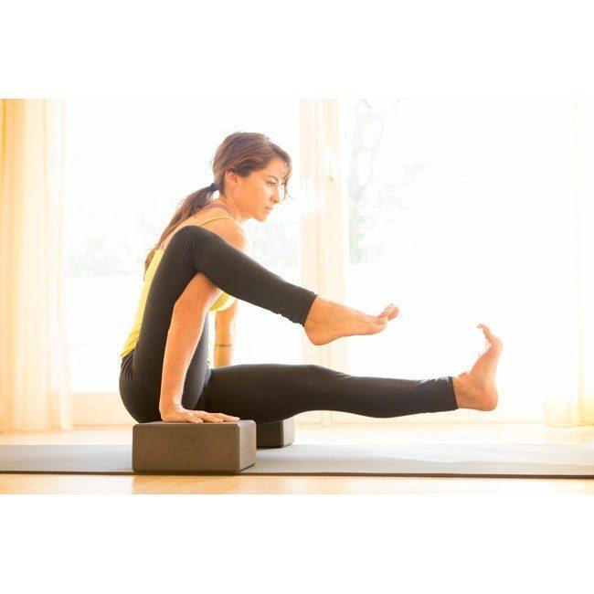 Khi luyện tập yoga gạch những tư thế động tác sẽ trở nên dễ dàng hơn nhiều.
