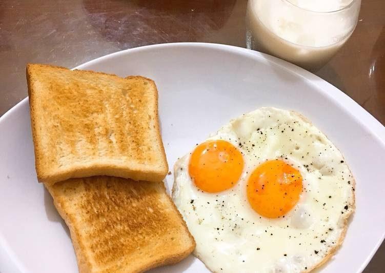Một quả trứng luộc và bánh mì là món ăn nhẹ tuyệt vời cho người tập yoga gạch