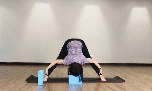 Gạch để tập yoga sẽ giúp cho người mới thực hiện động tác dễ dàng hơn