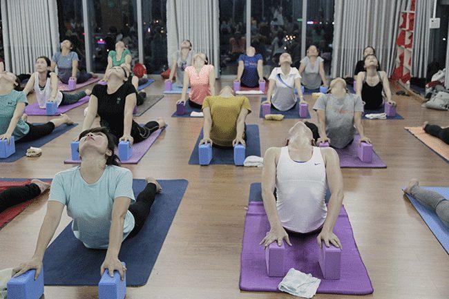 Mách bạn cách chọn gạch tập Yoga gạch HCM