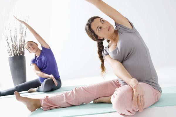 Những lợi ích yoga bầu bạn cần biết