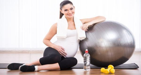 Tập yoga là một phương pháp hữu hiệu giúp kiểm soát cân nặng cho các bà mẹ