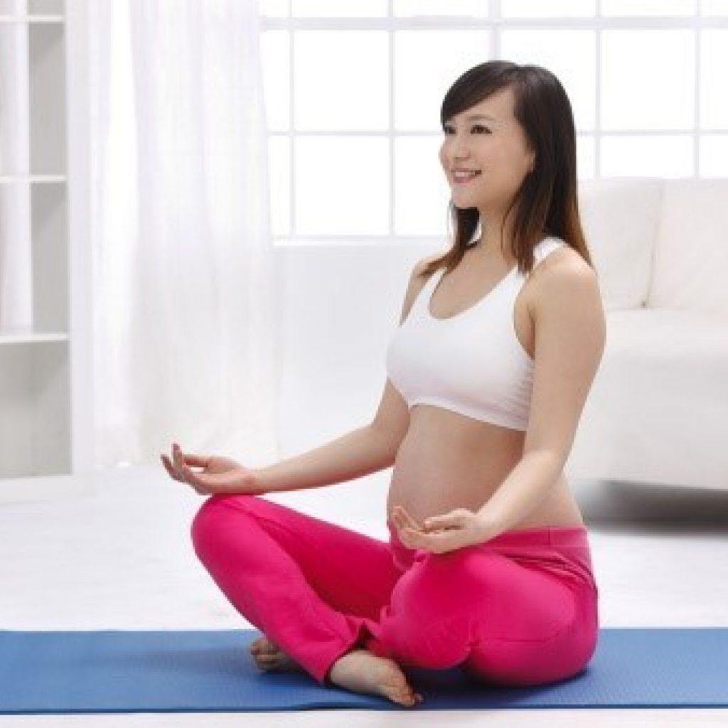 Các bài tập yoga bà bầu 3 tháng đầu hiệu quả
