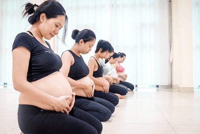 Mang thai có nên tập yoga cho bầu không?