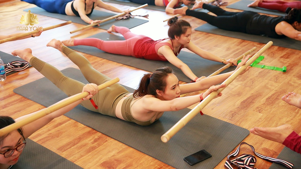 Cần phải khởi động thật kỹ trước khi luyện tập yoga gậy