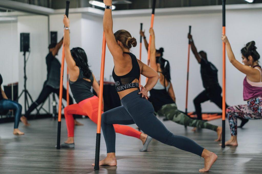 Yoga gậy là gì? Tập yoga với gậy có lợi ích gì?