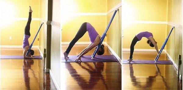 Việc luyện tập yoga gậy vào mỗi buổi sáng giúp cho cơ bắp của bạn dẻo dai hơn