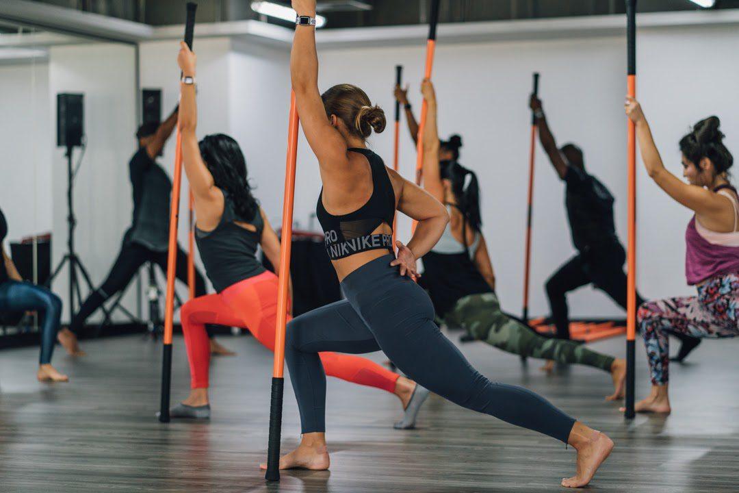 Thời gian cho mỗi lần luyện tập yoga gậy là khoảng 90 phút.