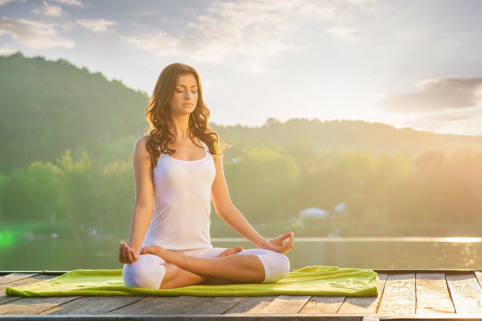 Khi cảm thấy kiệt sức do không được nghỉ ngơi trong thời gian dài bạn hãy tập yoga thiền
