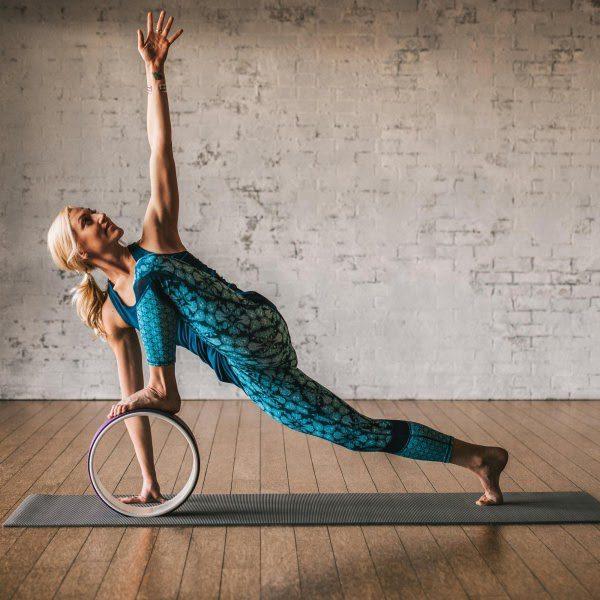 Tư thế góc nghiêng là một trong những tư thế yoga vòng được nhiều người luyện tập