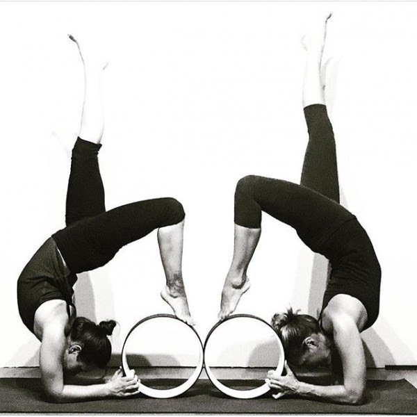 Bộ môn yoga vòng giúp giải tỏa căng thẳng mệt mỏi và thư giãn cho tâm hồn
