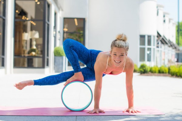 Bạn kết hợp với điều hòa nhịp thở sẽ khiến cho cả cơ thể vào trạng thái thư giãn thoải mái nhất