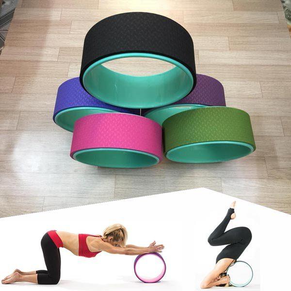 Vòng tập yoga là thiết bị hỗ trợ đắc lực cho người tập trong thực hiện các động tác