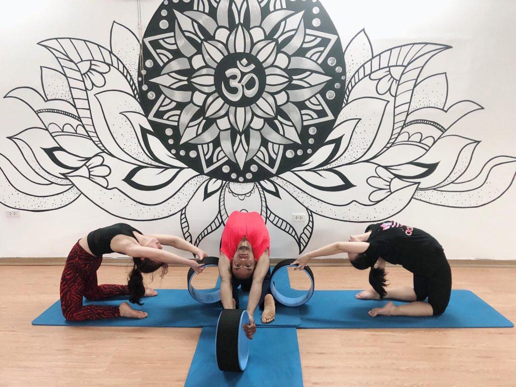 Một trong những yếu tố tác động trực tiếp đến hiệu quả của yoga vòng là không gian luyện tập