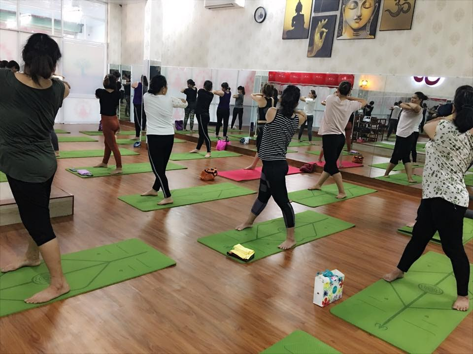 Không gian tập yoga vòng phải đảm bảo thoáng mát, đủ diện tích và yên tĩnh