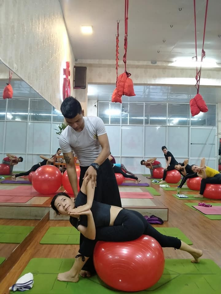 Yoga bóng giúp cơ thể người tập linh hoạt hơn