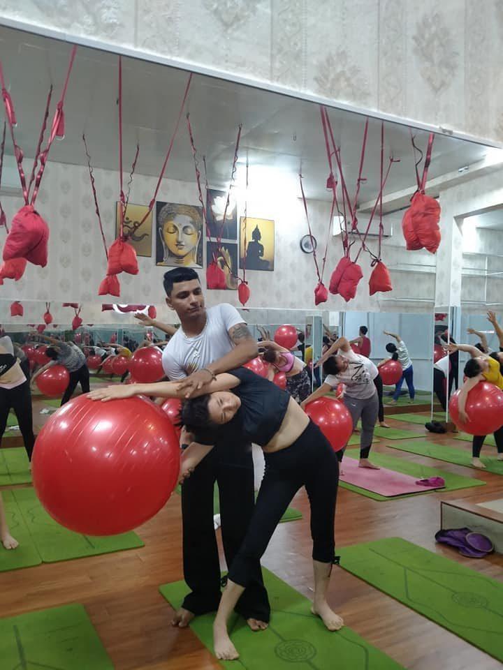 Bóng yoga có thiết kế với đường kính 65, 75cm với nhiều mẫu mã khác nhau