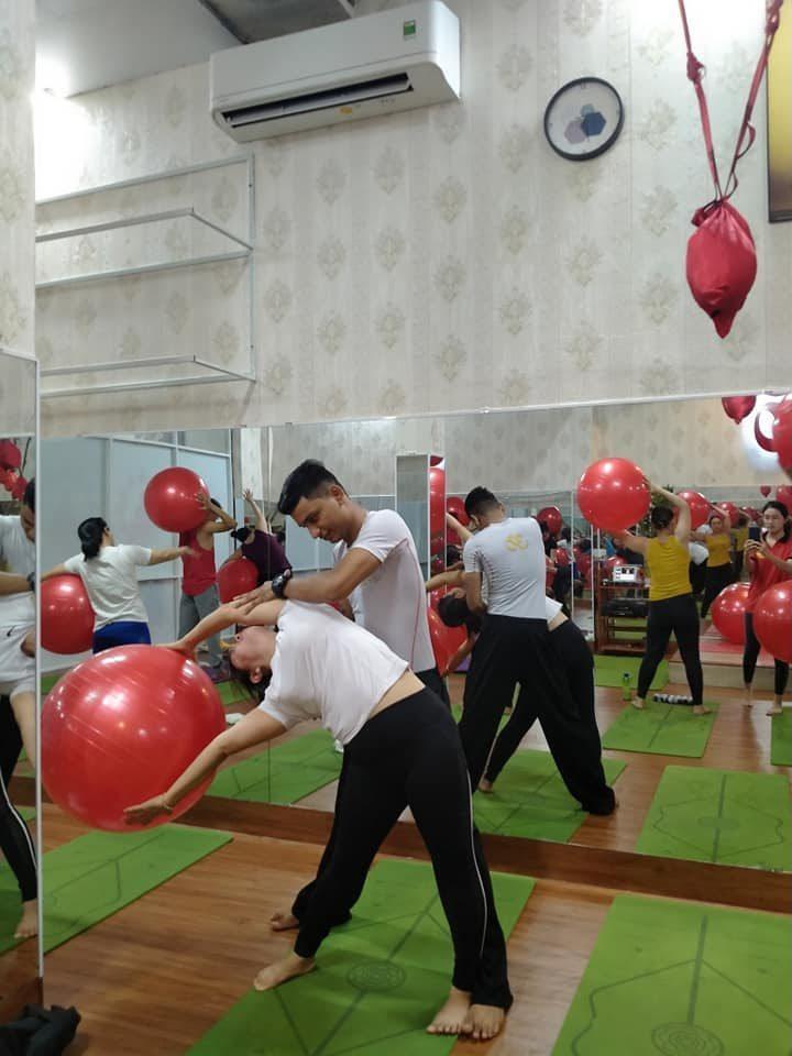Trung tâm Mahayoga còn được học viên đánh giá cao về nội dung khóa học yoga bóng