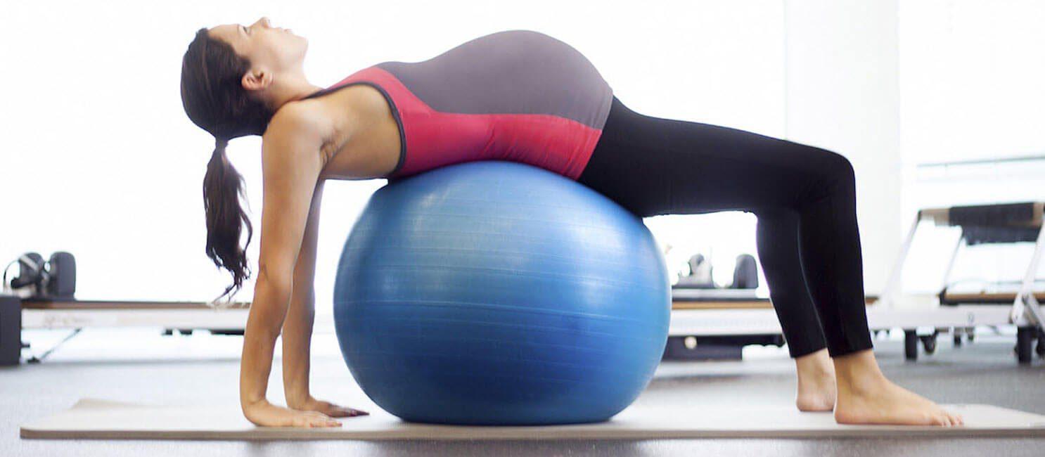 Bộ môn yoga bóng còn giúp các mẹ bầu giải tỏa stress hiệu quả