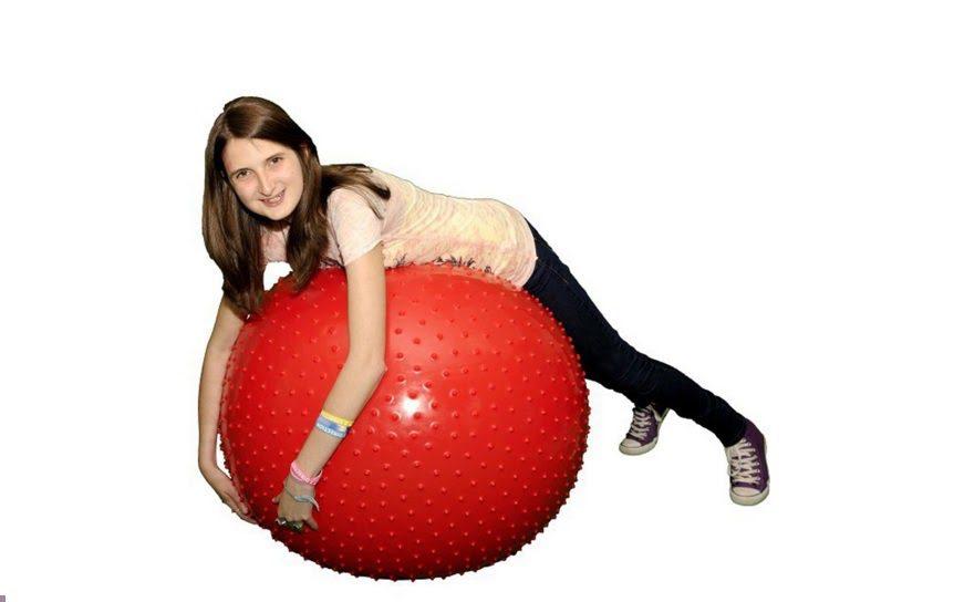 Bóng yoga có gai có khả năng chịu được trọng lượng người tập lên tới 200kg