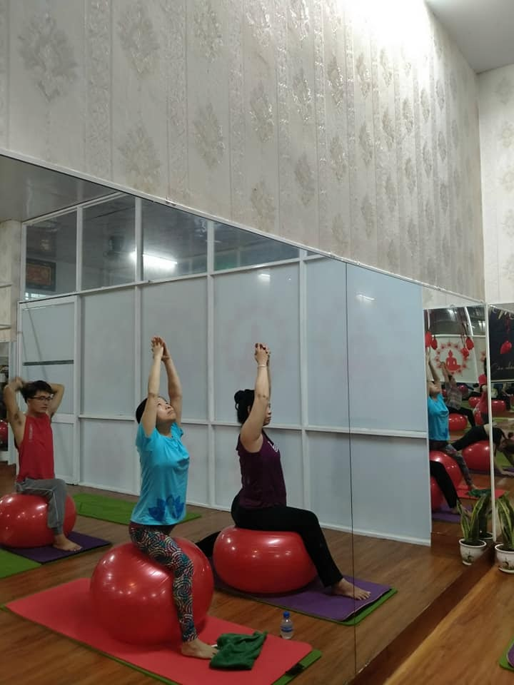 Yoga bóng giúp đem lại chuyển động linh hoạt cho các khớp xương và cơ