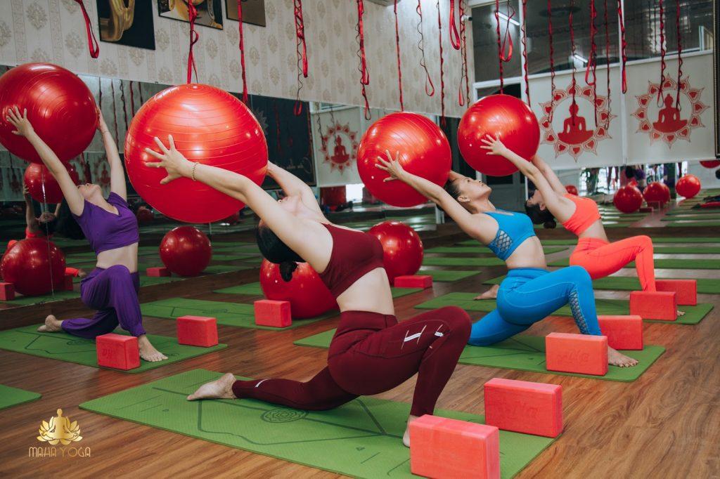 Yoga bóng giúp cơ thể linh hoạt hơn