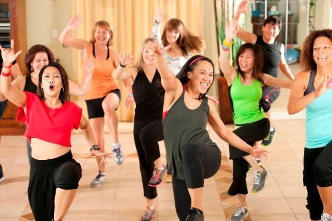 Lớp học nhảy zumba ngày càng thu hút đông đảo người tập luyện ở mọi lứa tuổi