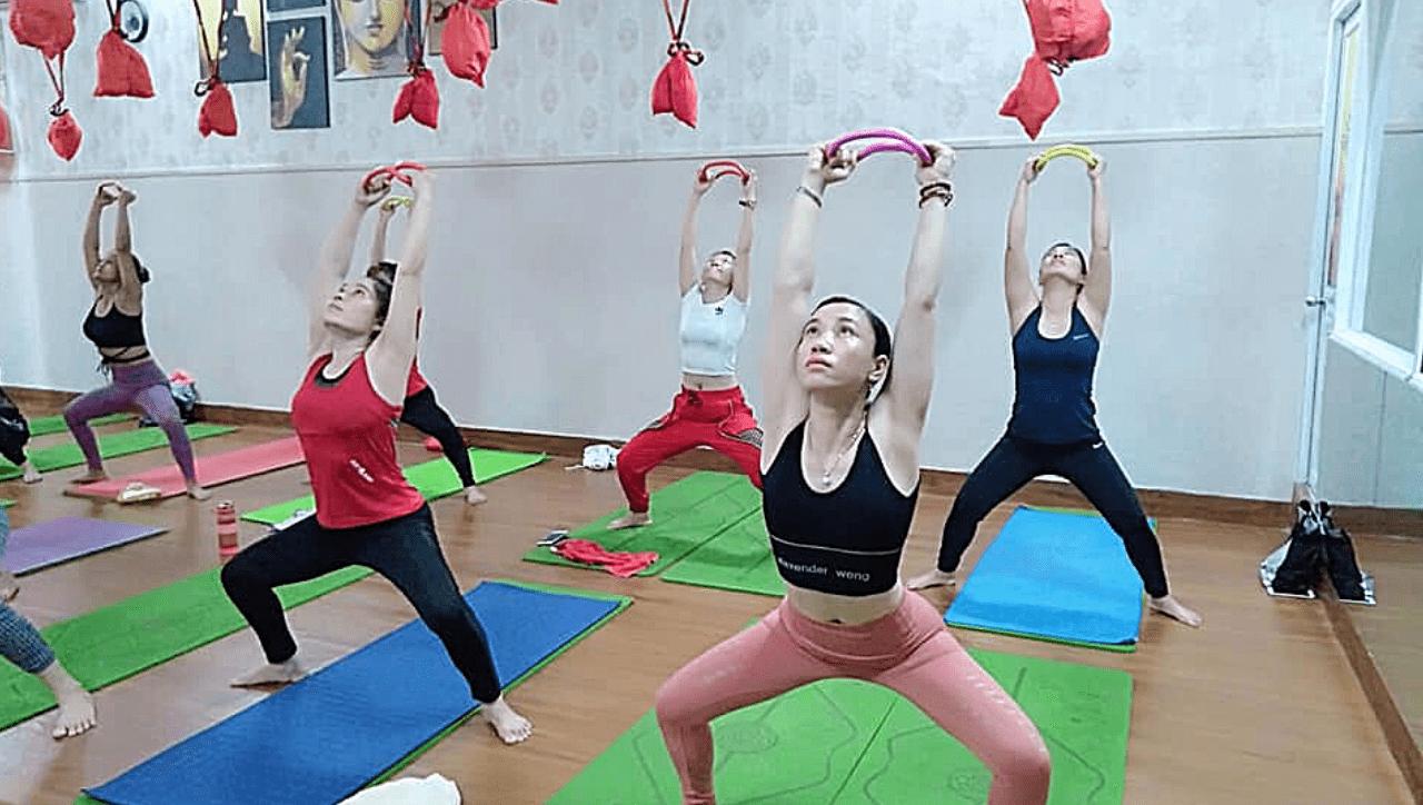 lớp học yoga với vòng myring uy tín chất lượng tjai binh dương