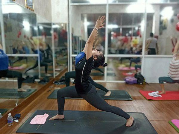 Tập luyện yoga tư thế chiến binh giúp cơ thể dẻo dai